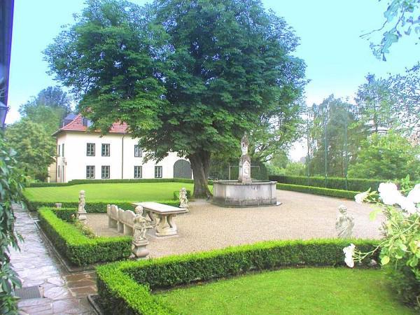 Замок в стиле барокко недалеко от Зальцбурга на продажу, Зальцбург