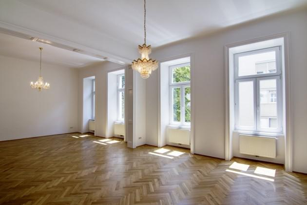 Real Estate in Austria - Charming old apartment near Albertina in Vienna