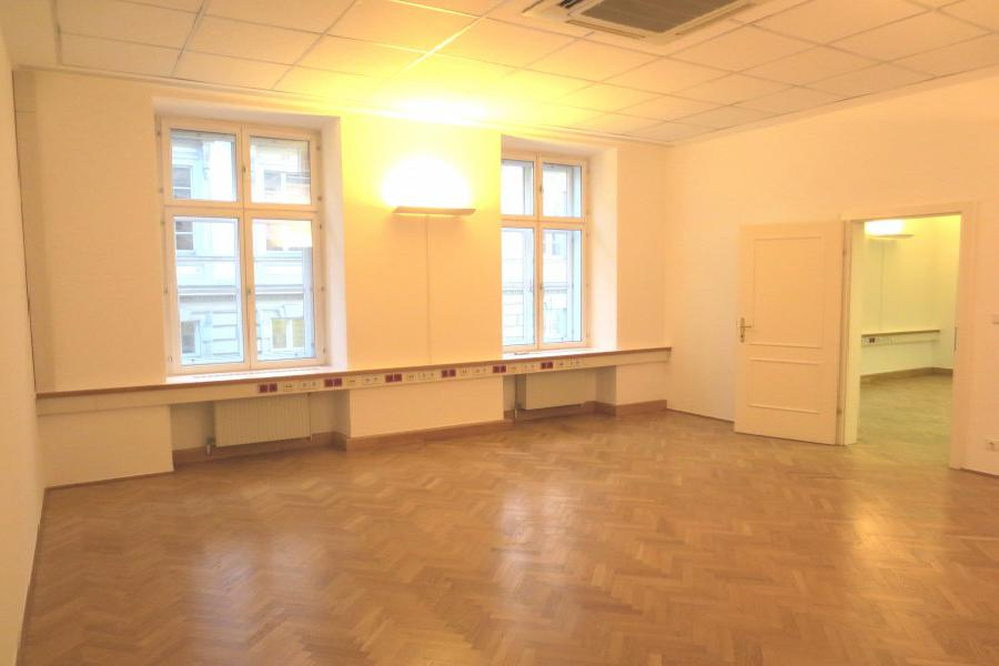 Real Estate in Austria - Quiet old apartment near Opera