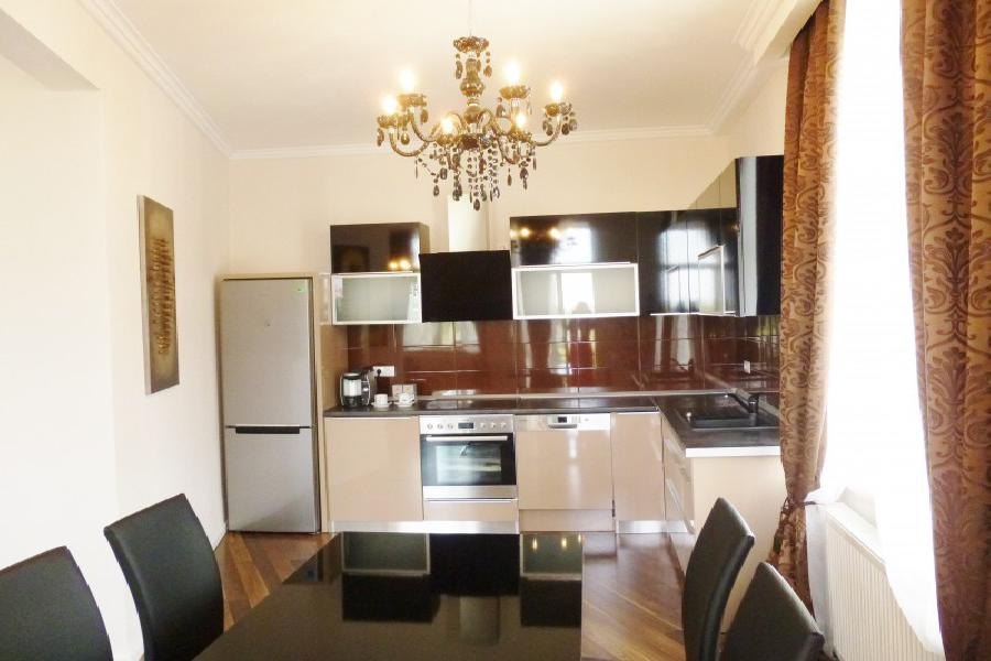 Sunny apartment - completely refurbished