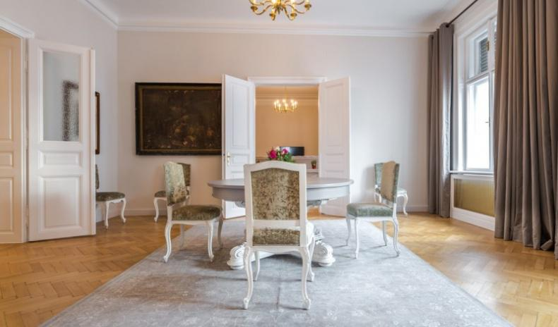 Furnished beautiful classical apartment close to the Opera