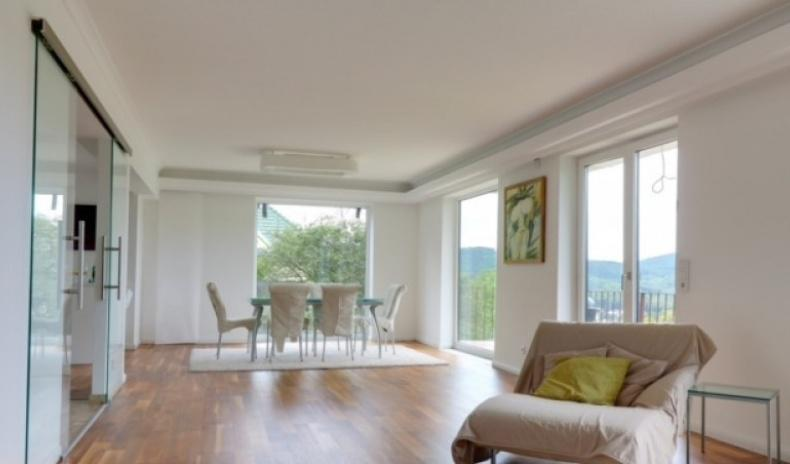 House in Vienna with a dreamlike view over the Wienerwald for Sale