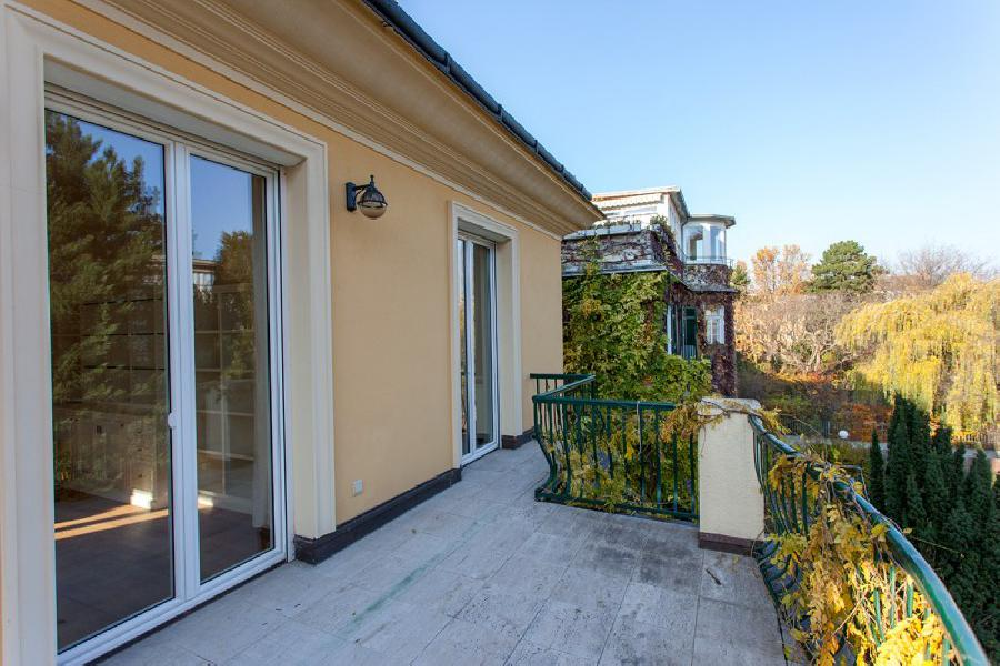 Luxury villa next to Schoenbrunn Castle for Sale