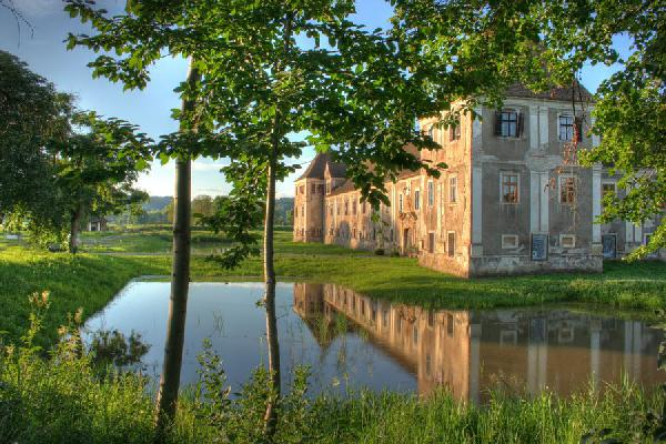 Water castle in Styria close to Feldbach for Sale