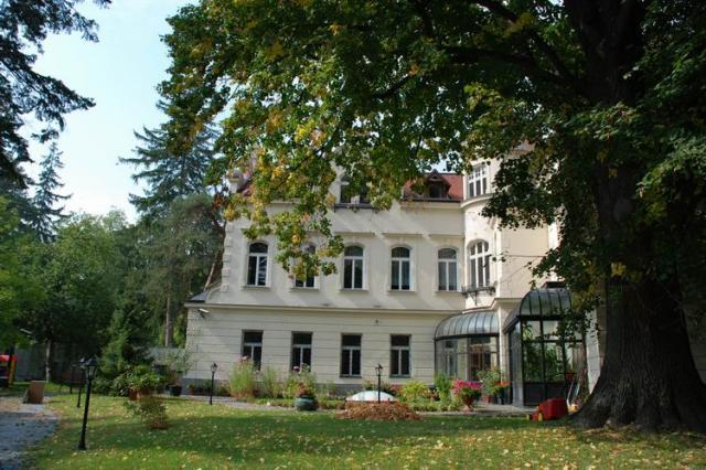Exclusive style villa in Dornbach for Sale