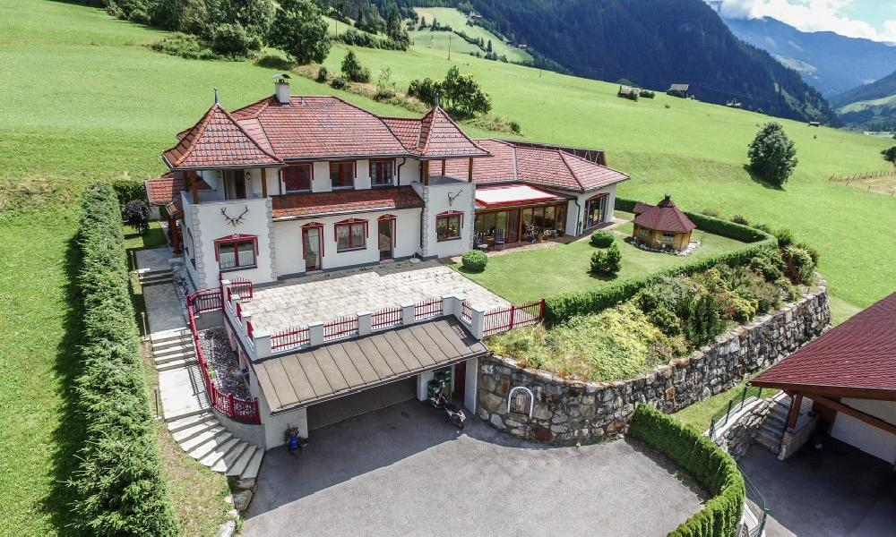 Beautiful country house at the foot of the Grossglockner for Sale - Carinthia - Austria