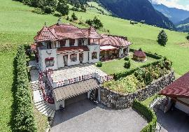 Real estate in Austria - Carinthia - Beautiful country house at the foot of the Grossglockner For Sale - Heiligenblut -
