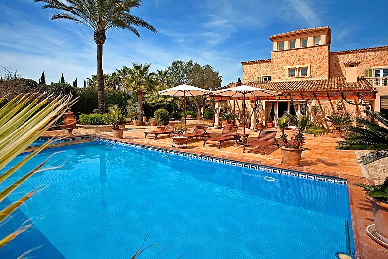 Real estate in spain for sale unique villa in mallorca for Real estate mallorca