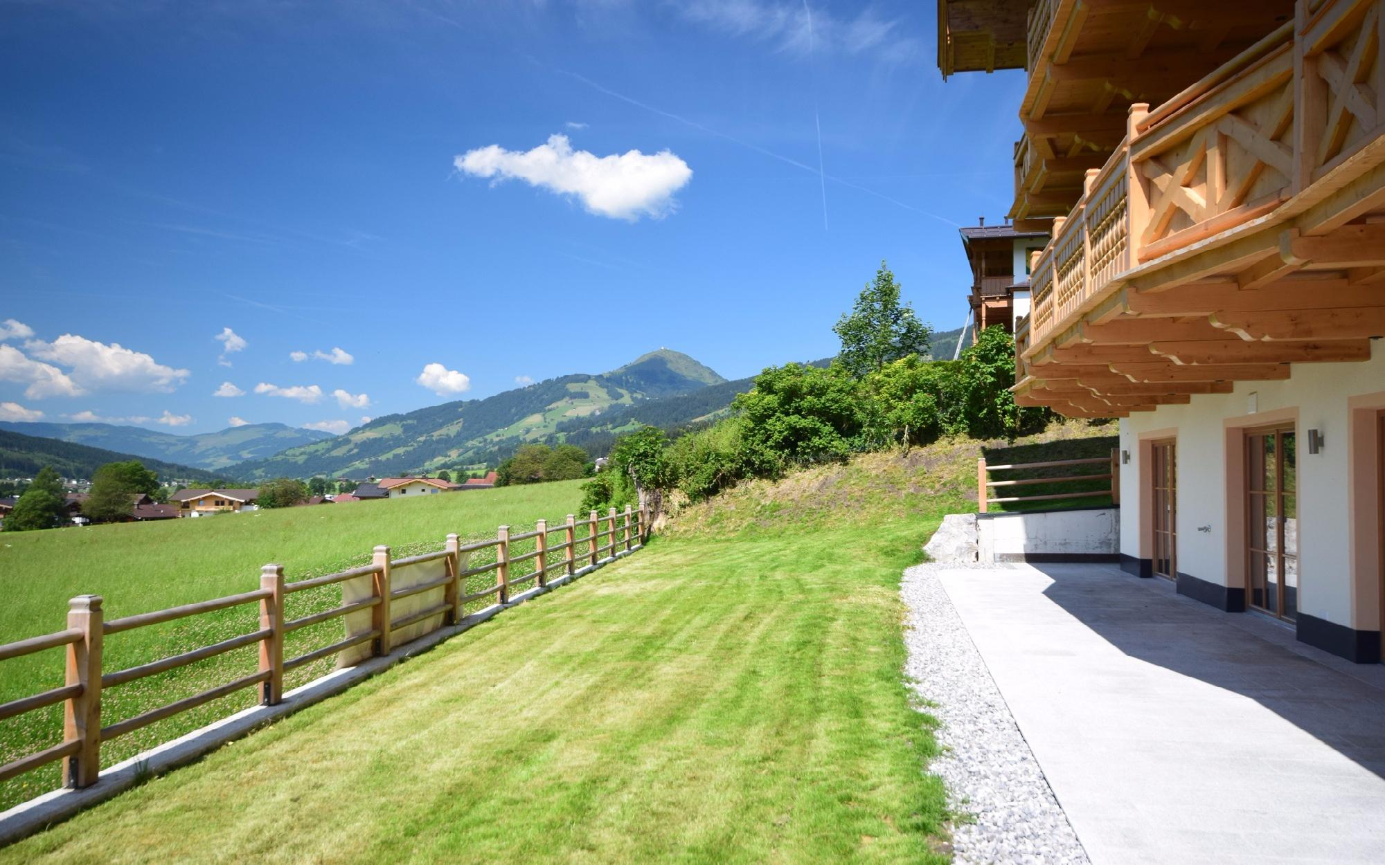 Penthouse & apartment in an unobstructed sunny view in Kirchberg For Sale - Kirchberg
