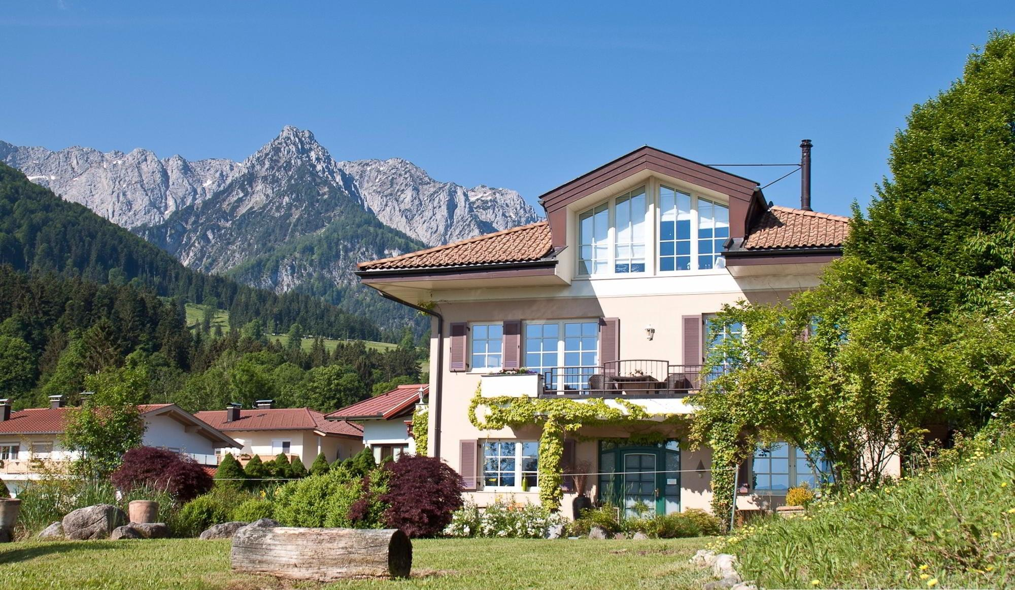 Onroerend goed in Oostenrijk - Comfortable country villa with a lake view in village of Walchsee
