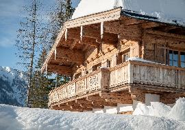 Real Estate in Austria - High-quality Tyrolean chalet with secondary dedication
