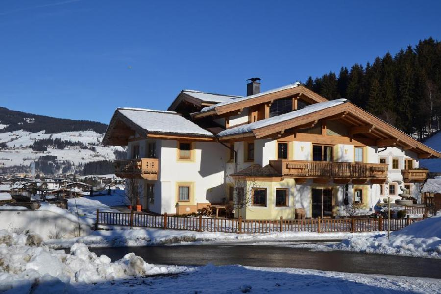 Immobilien - Gemütliches Landhaus direkt an der Skipiste, Kirchberg