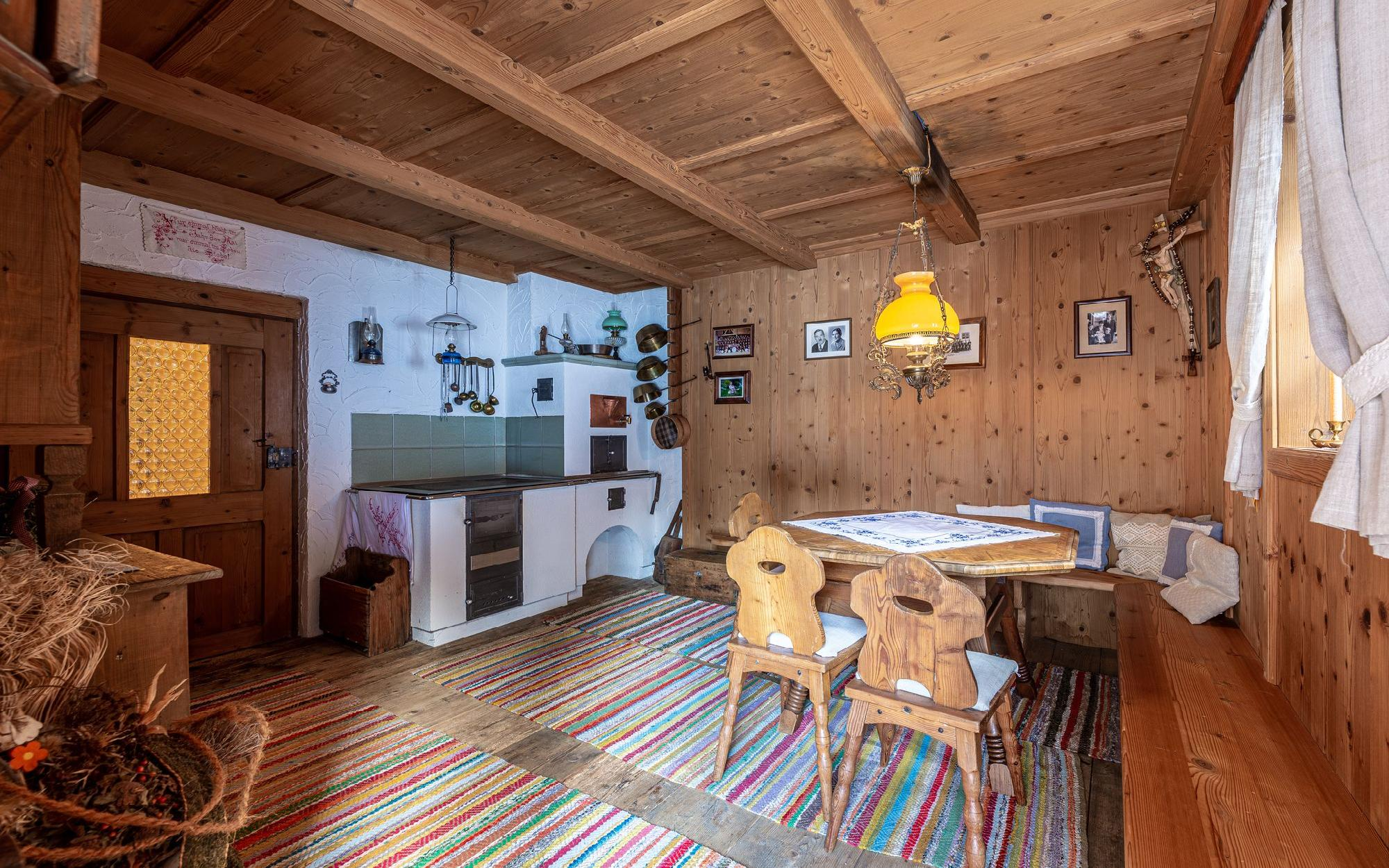 Загородный дом в горах на 2 семьи на опушке леса на продажу, Нидерау