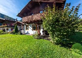Real Estate in Austria - Country house with a view of the Steinberge
