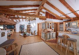 Enchanting Alpine chalet in an excellent location of Kitzbühel, Kitzbuehel - for sell